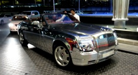 chrome-rolls-royce-phantom-drophead-video-51018_1