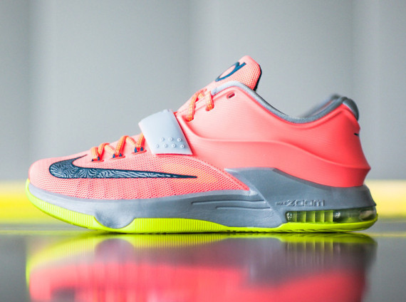"""Hitting retailers today was the Nike KD 7 """"35k Degrees."""" According to  Sneaker News d7808f068"""