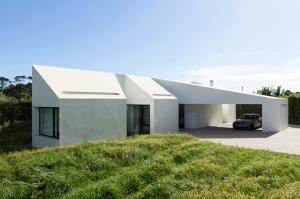 m-arquitectos-rosto-do-cao-house-portugal-designboom-01