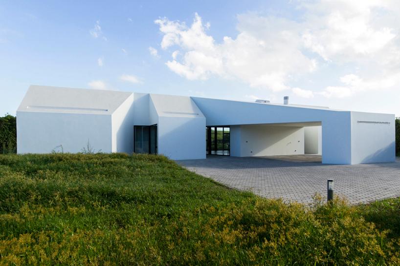 m-arquitectos-rosto-do-cao-house-portugal-designboom-02