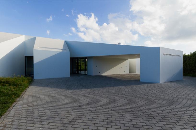 m-arquitectos-rosto-do-cao-house-portugal-designboom-03