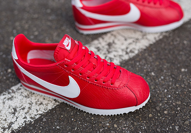 Nike Cortez Shoes Red White