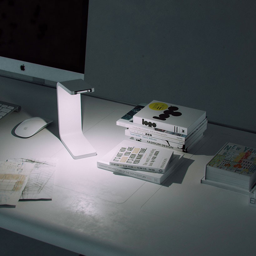 ivan-zhurba-iphone-lamp-designboom-03-818x818