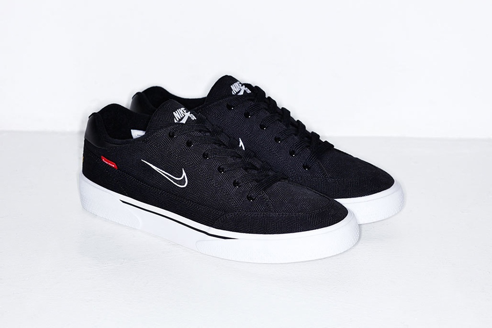 supreme-tease-forthcoming-nike-sb-sneakers-5