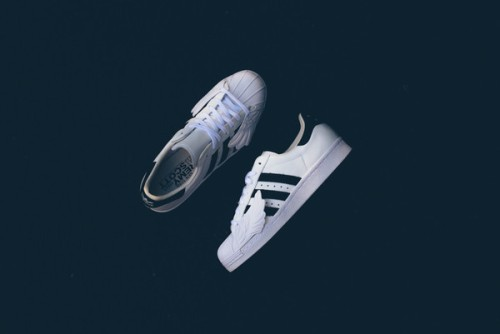 Adidas_JS_Superstar_Wings_S77814_WhiteB-BLKWHI_Sneaker_Politics-5627_grande