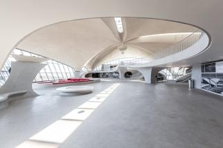 twa-hotel-jfk-terminal-flight-center-eero-saarinen-designboom-06