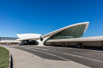 twa-hotel-jfk-terminal-flight-center-eero-saarinen-designboom-09